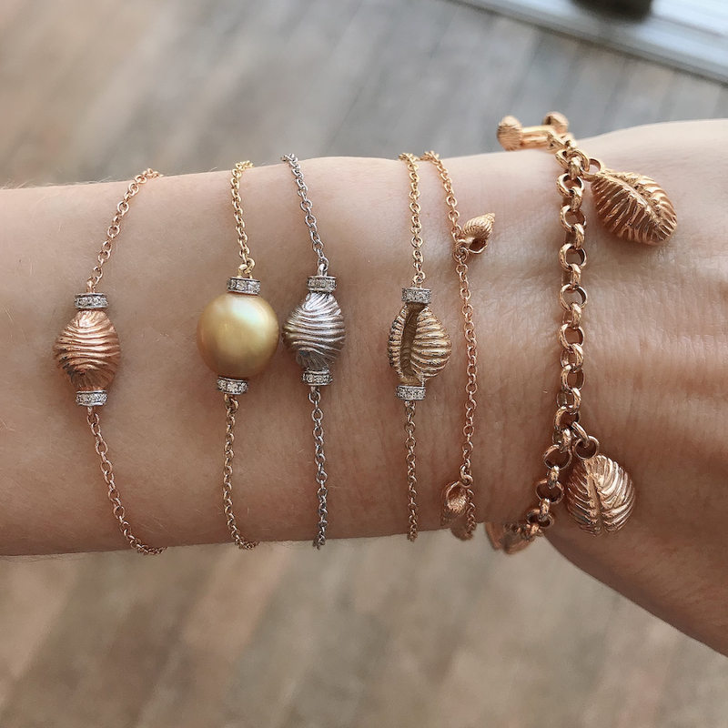 THREAD AND SHELL BRACELET