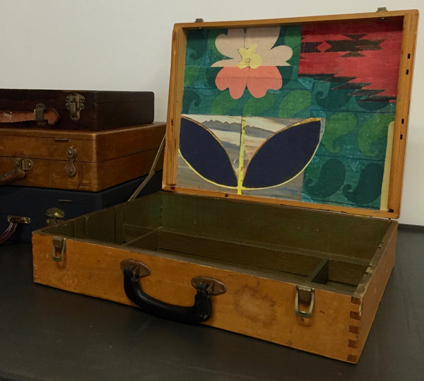 a Linen Collage Painters Box