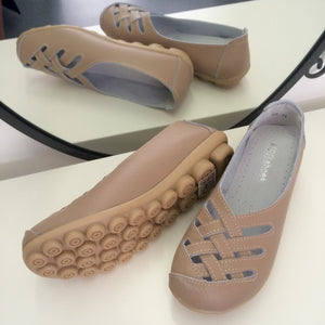 Beige Lattice Style Leather Nodule Shoes
