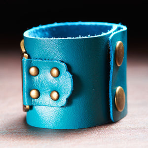 Ladies Leather Wristband: Hope Buckle in Teal