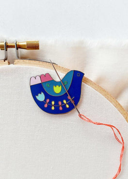 needleminder – folk art bird
