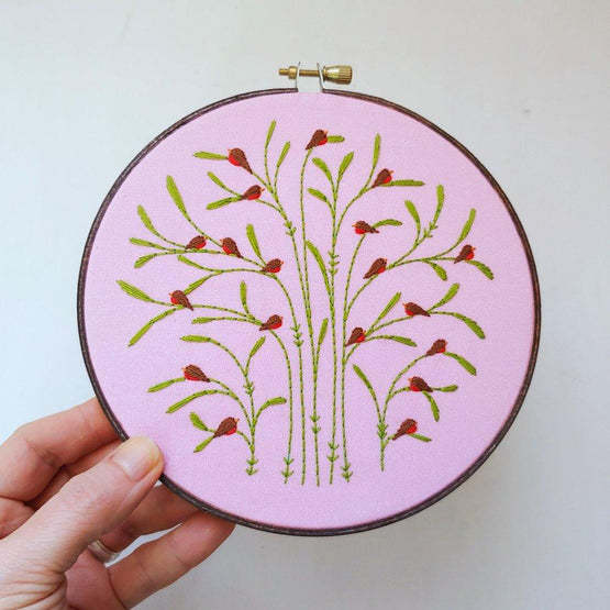 spring : robins embroidery kit