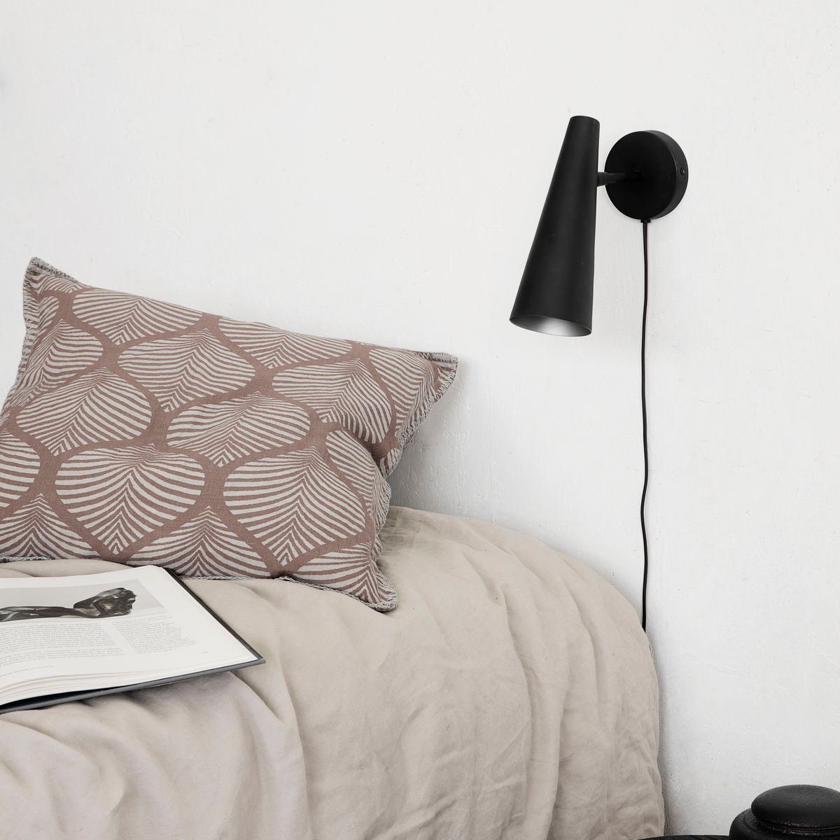 Black Precise Wall Light