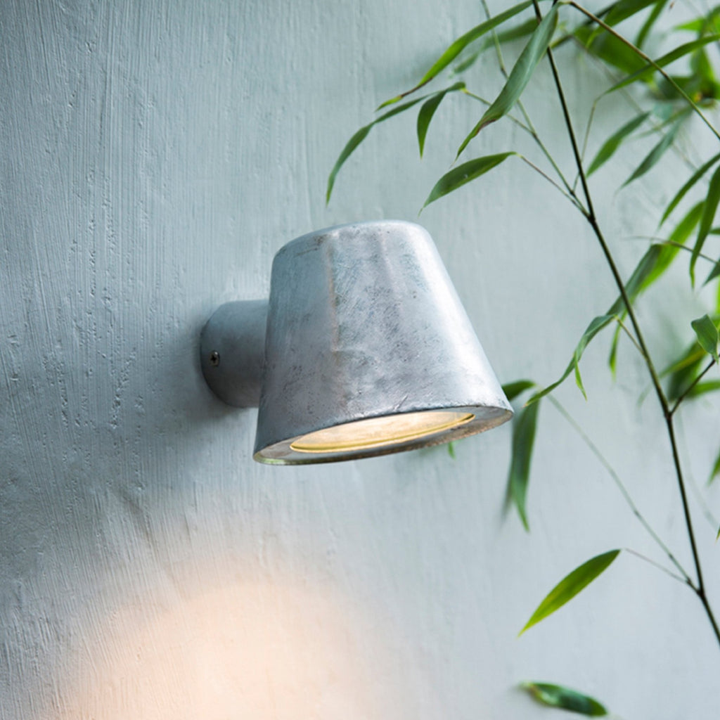 Galvanised Steel Mast Wall Light