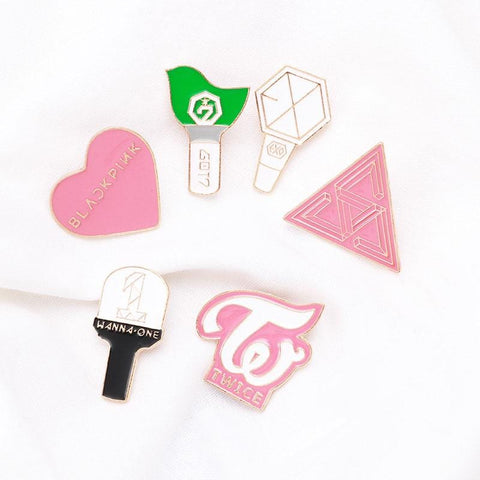 2MB KPOP LOGO Badges  (TWICE, EXO, GOT7, WANNA ONE, SEVENTEEN) - MH