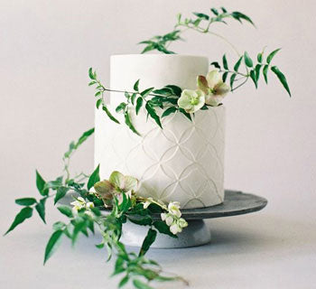 The Most Stunning Non-Traditional White Wedding Cakes