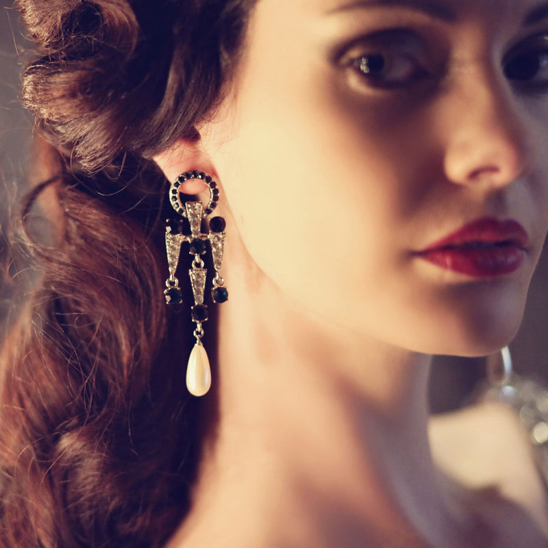 Deco Desire Chandelier Drop Earrings
