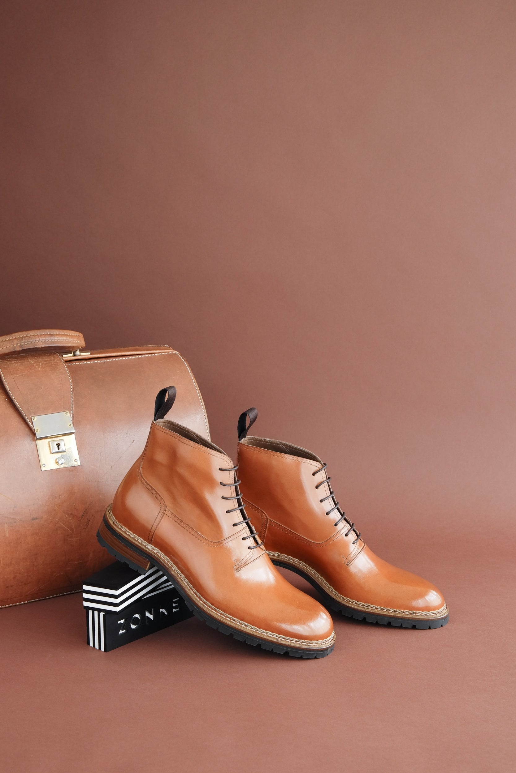 vegetable tanned bovine leather insoles and hand sewn Norvegese leather/commando rubber soles. (Art. ZB 238)