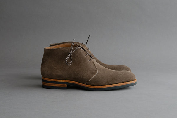 ZeroFiveFive.Wolf Chukka Boots from Hunting Suede