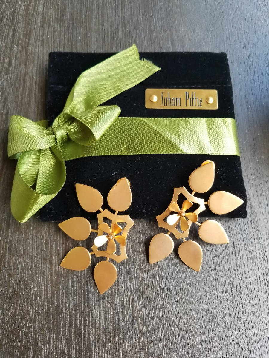 Suhani Pittie Gold Five Petal Floral Earrings