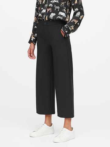 Slim Wide-Leg Packable Performance Cropped Pant in Black