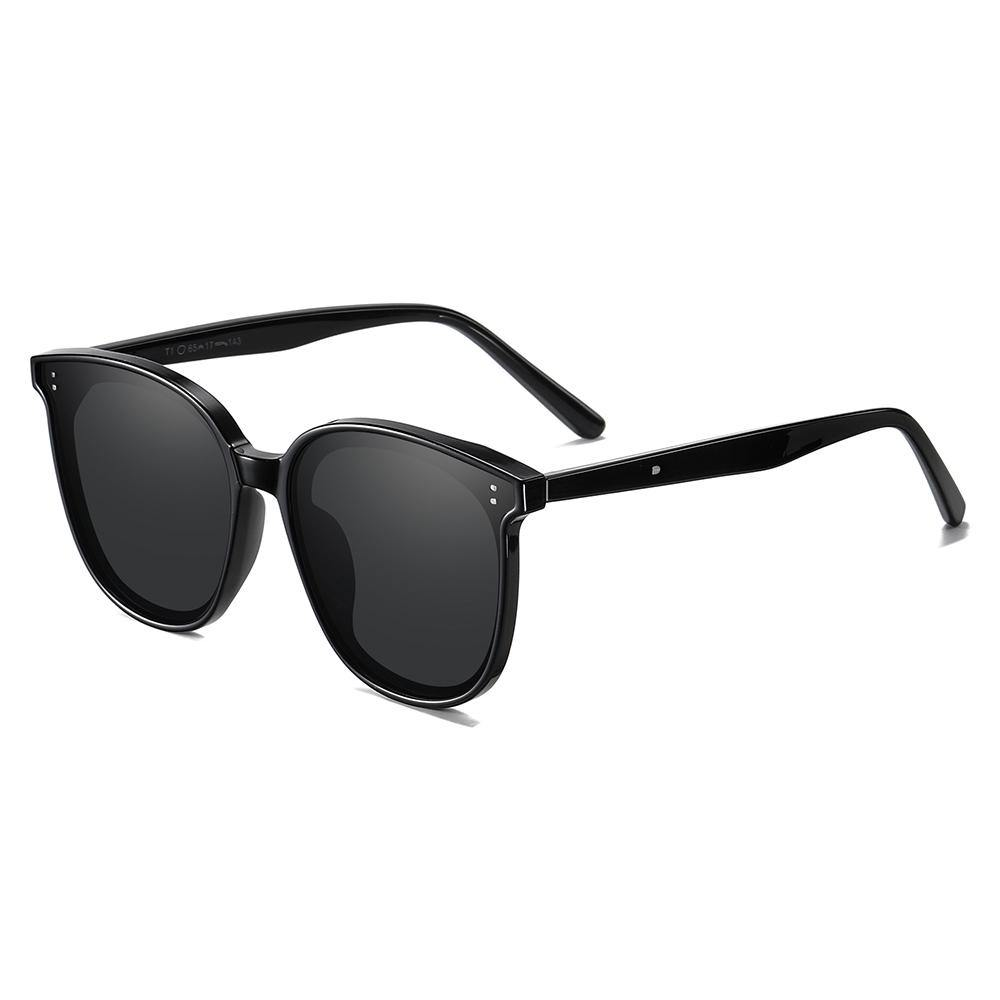 Thick temple arms of the square sunglasses