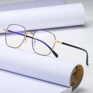 square eyeglasses can be customized with prescription