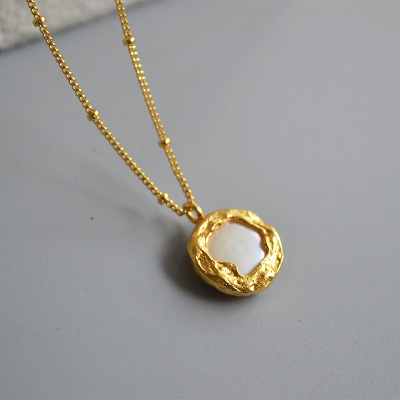 INS retro minimalist baroque freshwater button mother-of-pearl bay elegantly folded collarbone chain necklace