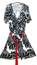 Load image into Gallery viewer, Estelle jersey dress, black & white floral, sz. 18, ***NWT