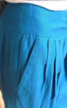 Load image into Gallery viewer, Karen Millen - pleat pants, sz. 8, lagoon blue, tapering leg + FREE black top, exc. cnd.