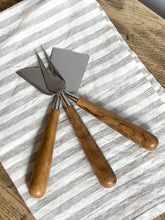 Load image into Gallery viewer, Teak & Stainless Cheese Set