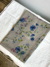 Load image into Gallery viewer, Fleurs Tea towel