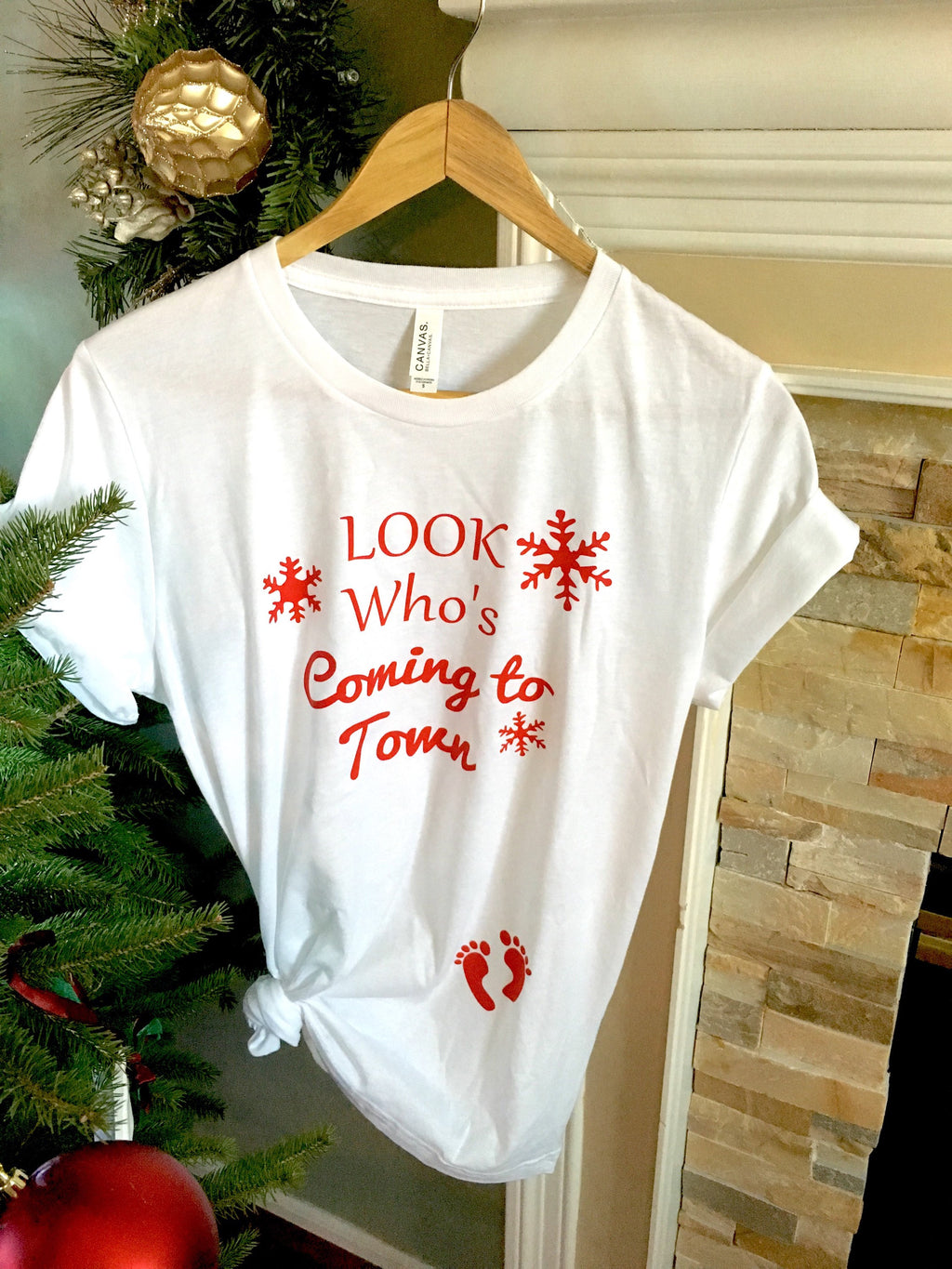 Look who's coming to town • Christmas pregnancy shirt -