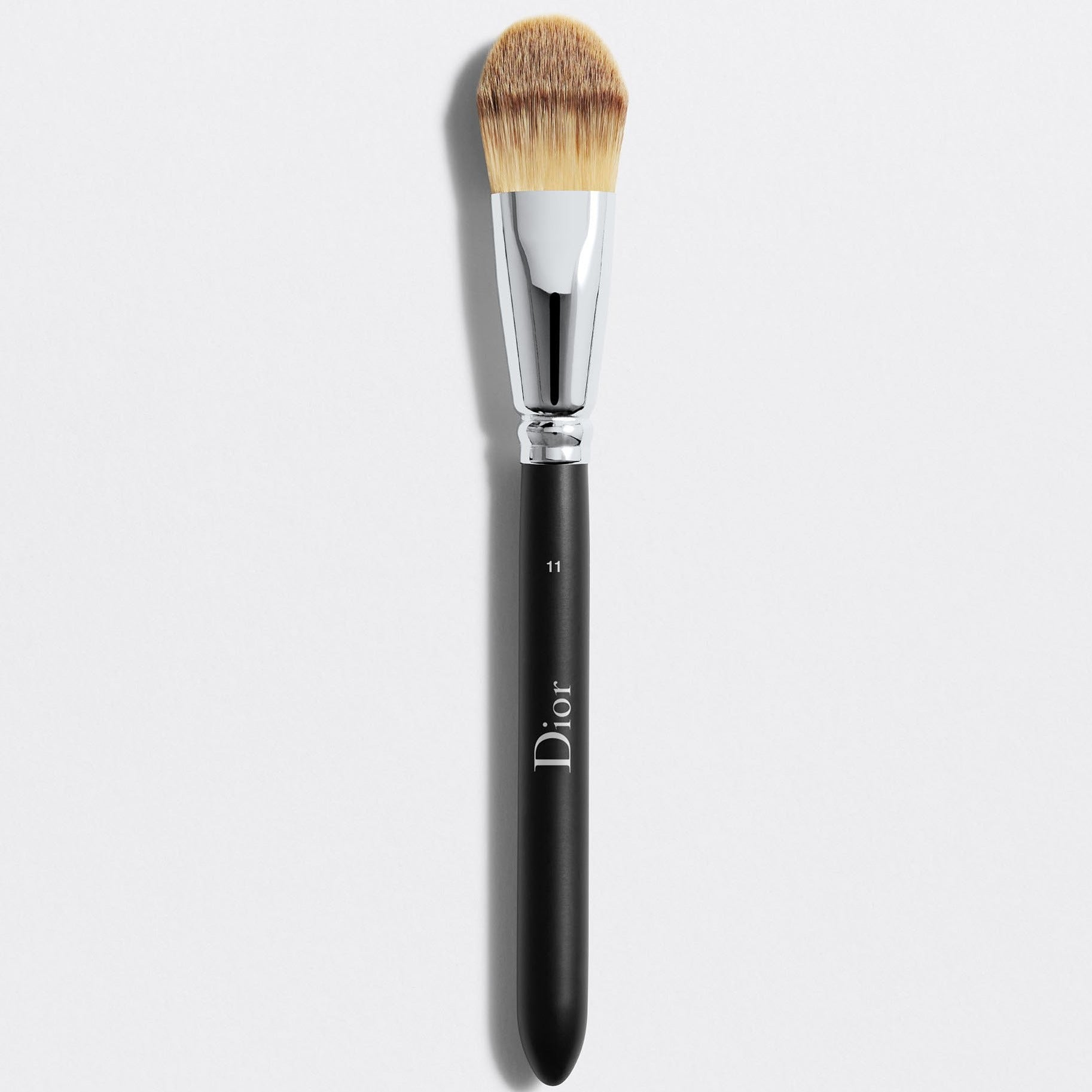 DIOR BACKSTAGE LIGHT COVERAGE FLUID FOUNDATION BRUSH N° 11 | Light coverage fluid foundation brush n° 11