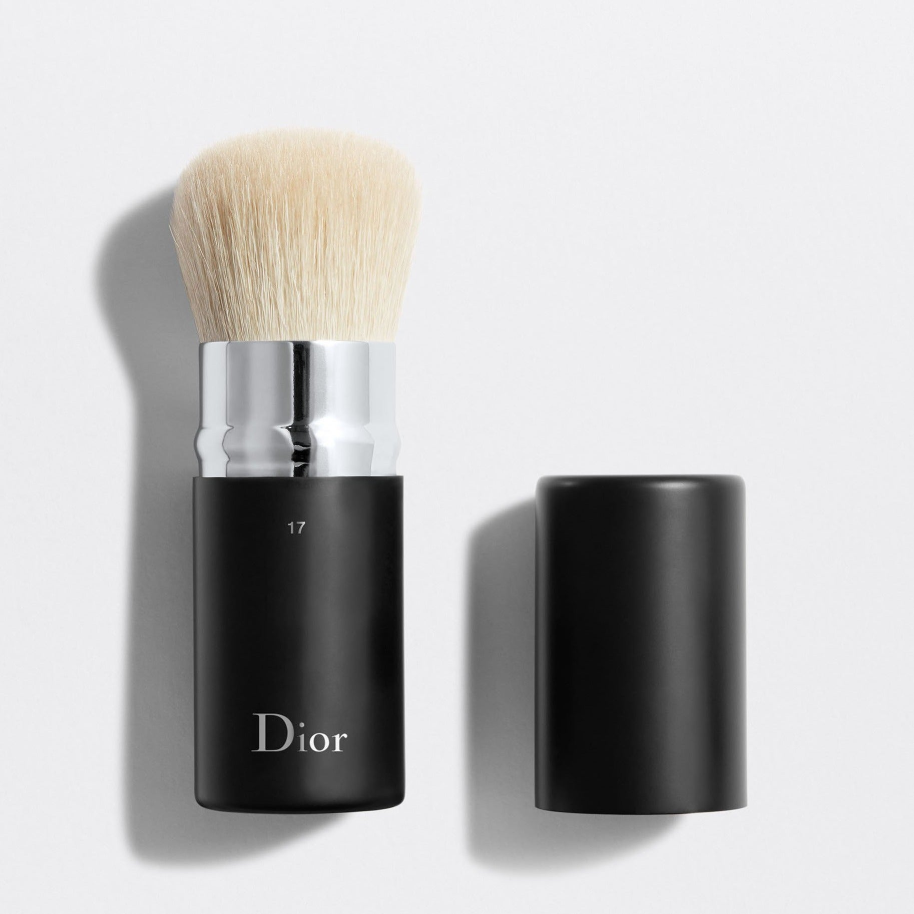 DIOR BACKSTAGE KABUKI BRUSH N°17 | Retractable kabuki brush n°17
