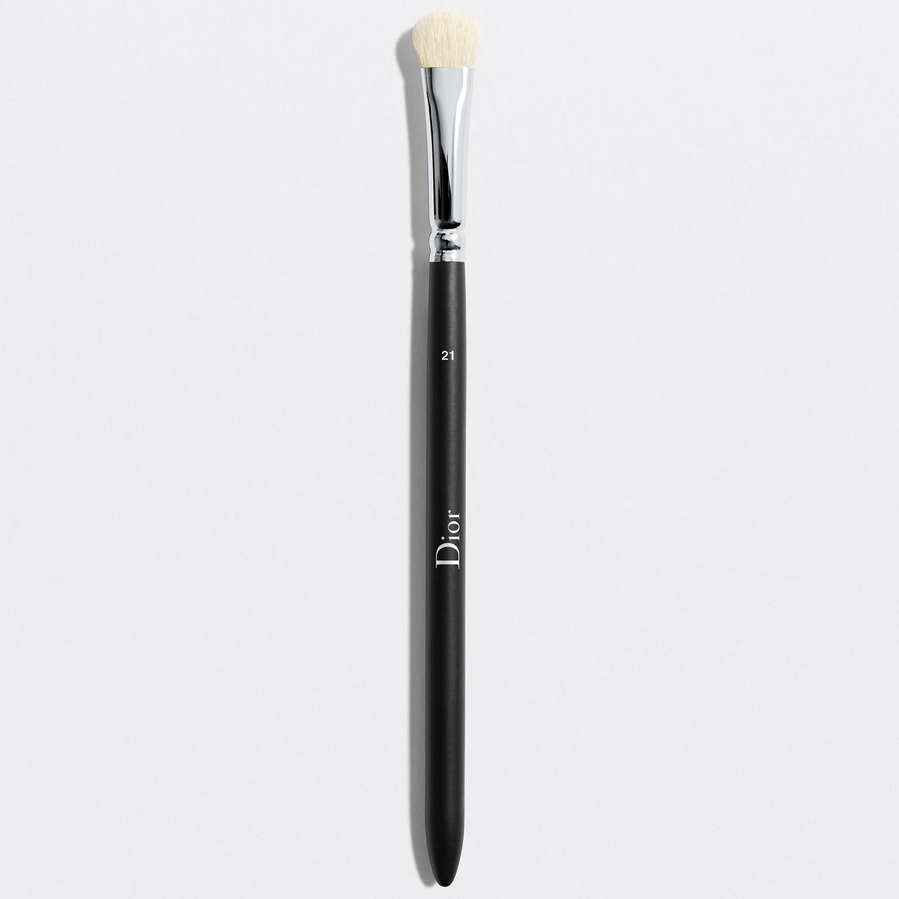 DIOR BACKSTAGE EYESHADOW SHADER BRUSH N° 21 | Eyeshadow shader brush n° 21