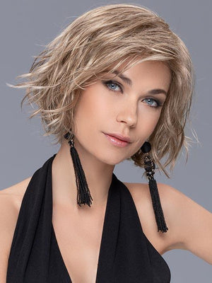 Soft tossed waves and side swept bangs look great in the synthetic fiber that has been specially selected