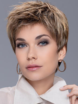 It has a monofilament crown to create the illusion of natural growth and an impeccable extended lace front