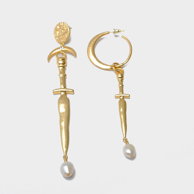 AELIS Asymmetrical Sword Pearl Drop Earrings - Kiaroskuro