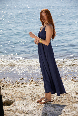 Maximum comfort for every season. Made from organic, airy linen and cotton-blend. This maxi dress is a comfortable choice for relaxed days. Adjustable delicate straps with Signature Sense Swim ® golden pendant to find your perfect fit.