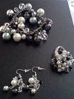 Black and White Baubles Jewelry Set