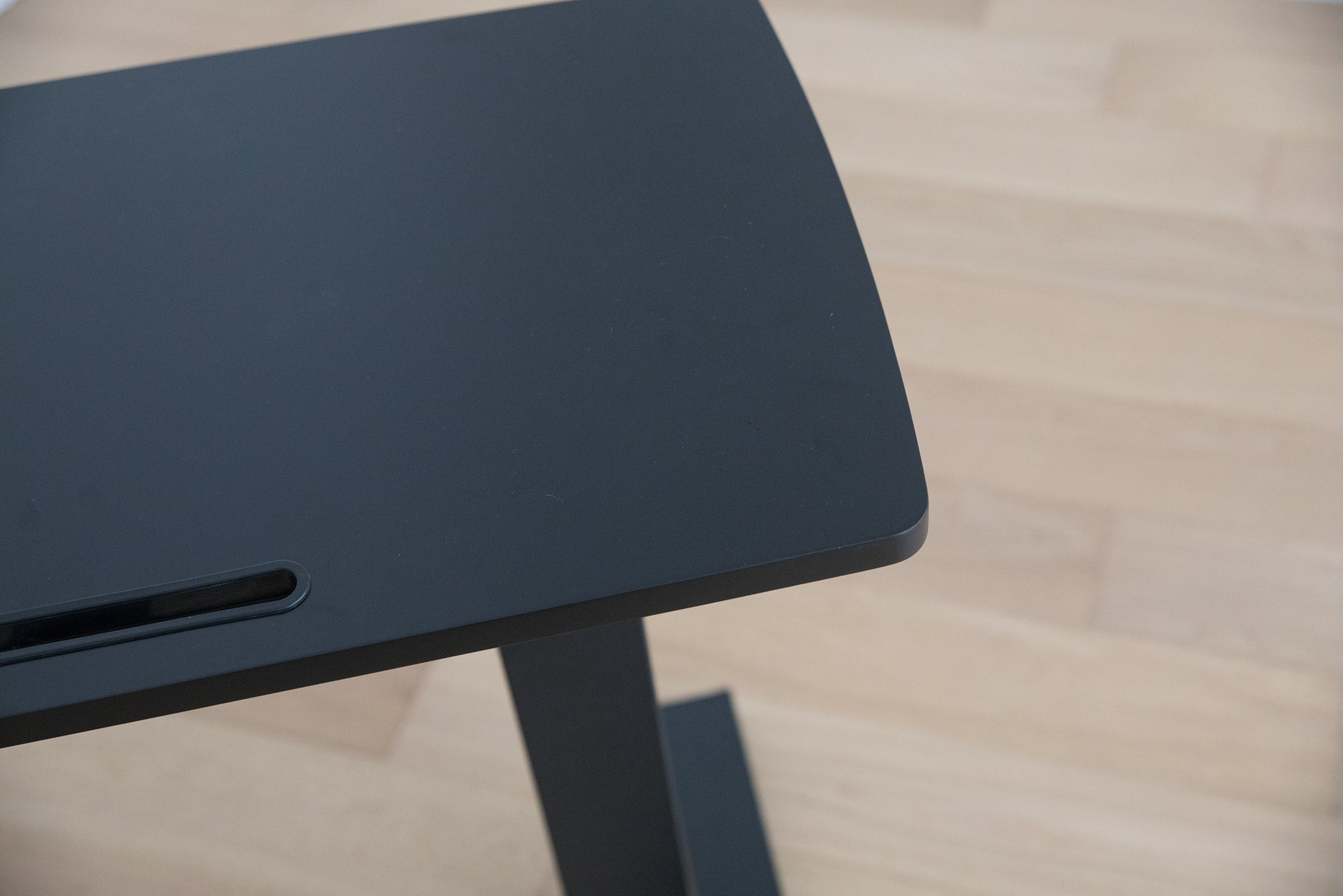 Height-adjustable desk of Boldnine helps me work from home anywhere