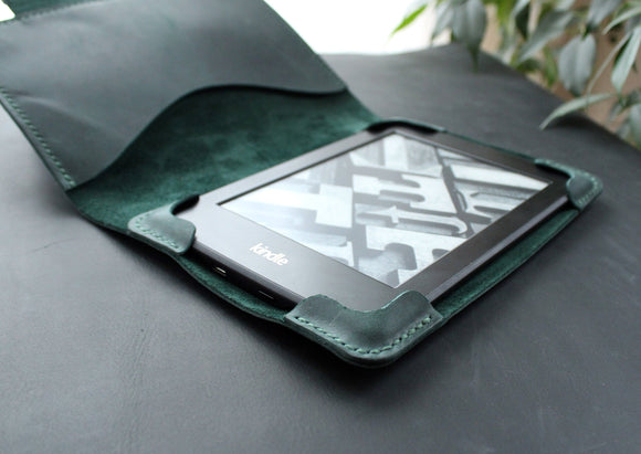 Kindle Paperwhite case Dark green - Anger Refuge
