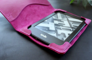 Kindle Paperwhite case Fuchsia pink - Anger Refuge