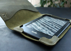 Kindle Paperwhite case Moss Green - Anger Refuge
