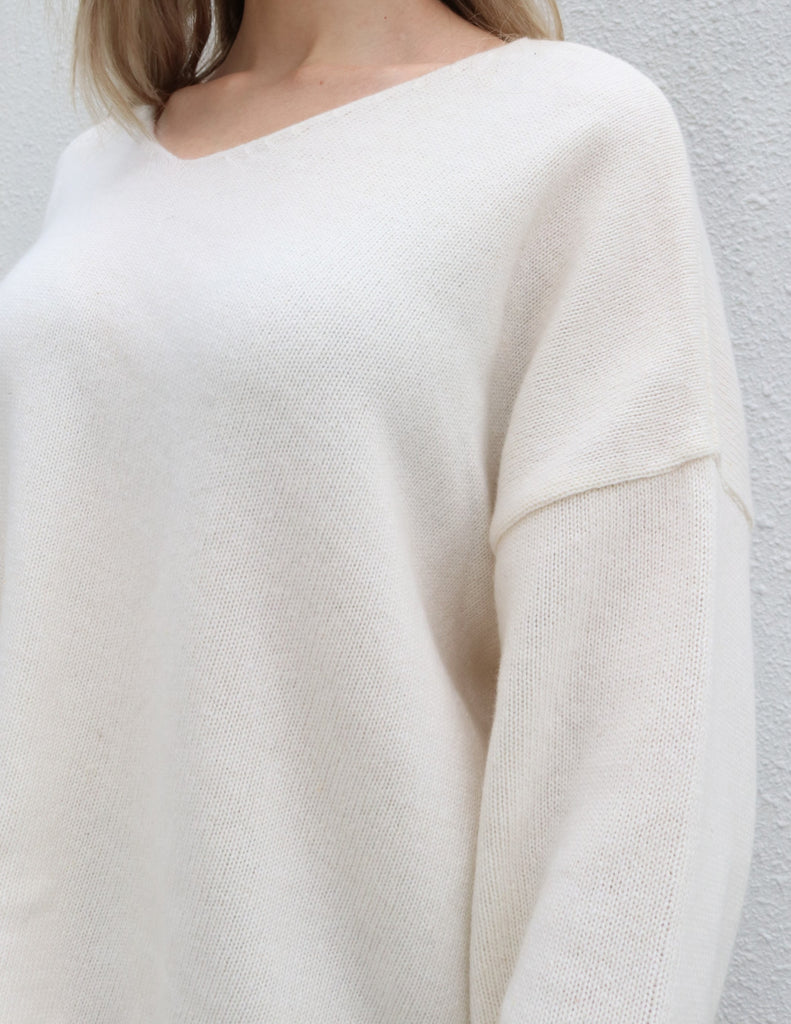 White V-neck Wool Cashmere Blend Sweater