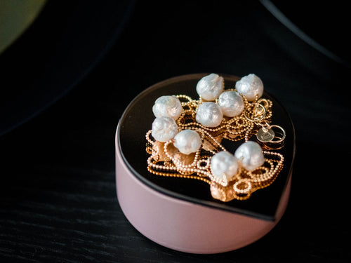 Baroque pearls necklace. Handcrafted in Europe.
