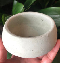 Load image into Gallery viewer, Round Concrete Planter