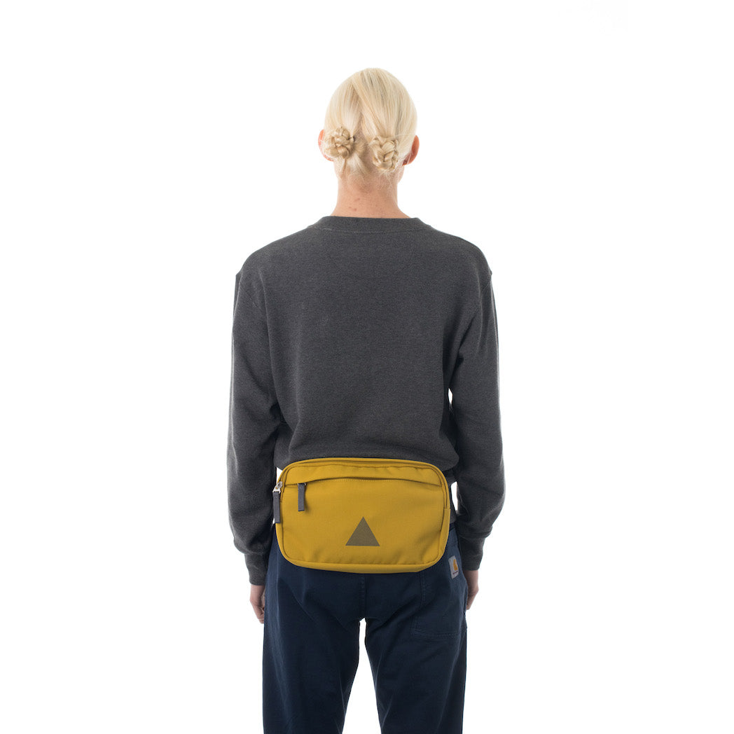 Woman wearing yellow bumbag.