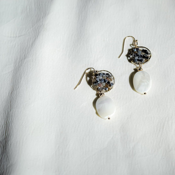 Alyssa Gris Earrings