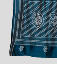 Load image into Gallery viewer, Blue N White Bangalore Silk Kantha Saree-Pallu Detail