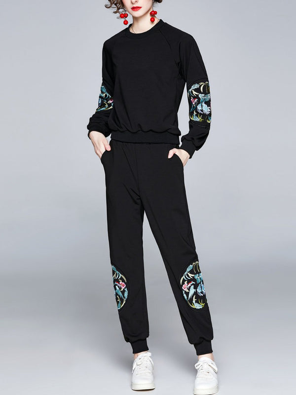 Embroidery pattern Chinese style women round-neck sports suit