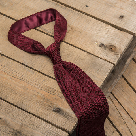 Burgundy Knitted Tie in Wool with square end