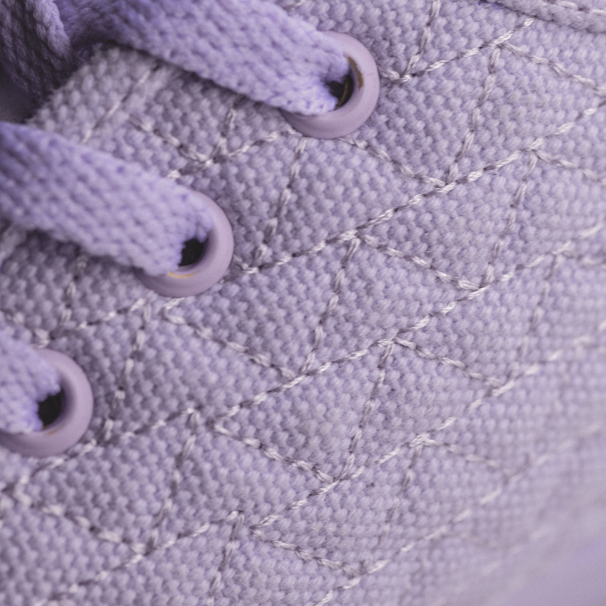 yaya lavender roamer showing laces of the shoe