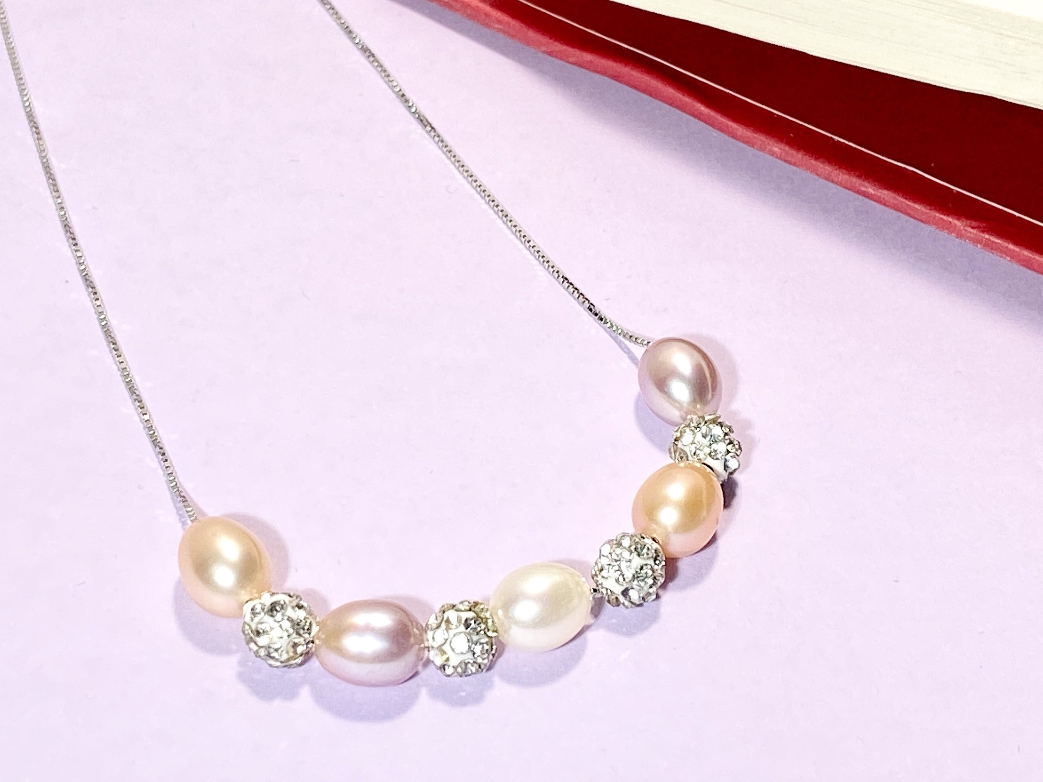 DIFFERENT BEAUTIES - Pearls Necklace - Love Letter Jewelry