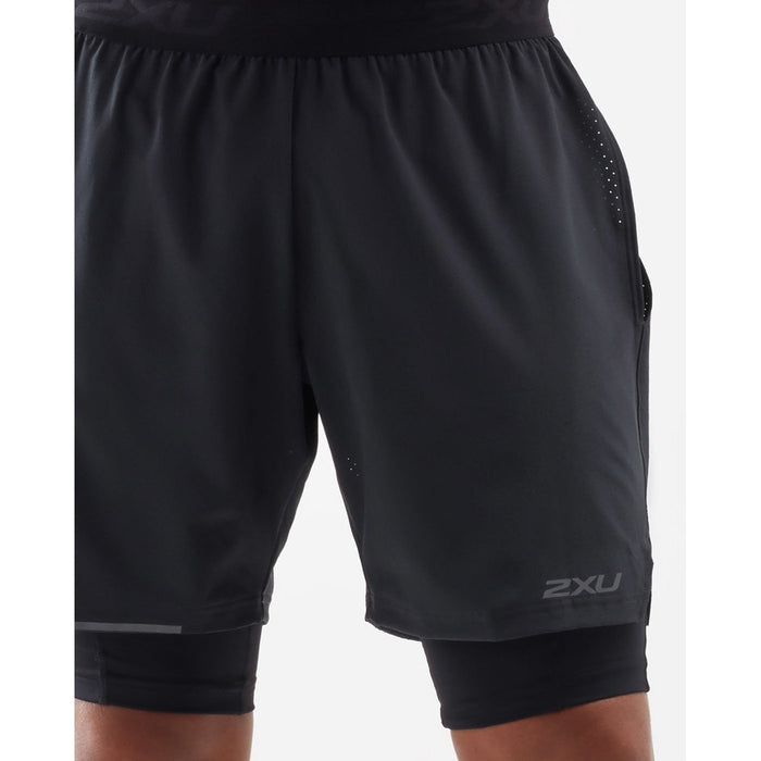 2XU Men's Xvent 2-In-1 7 Inch Short - Black/Siver Reflective | Powerful Muscle Support | 72% Nylon 28% Lycra