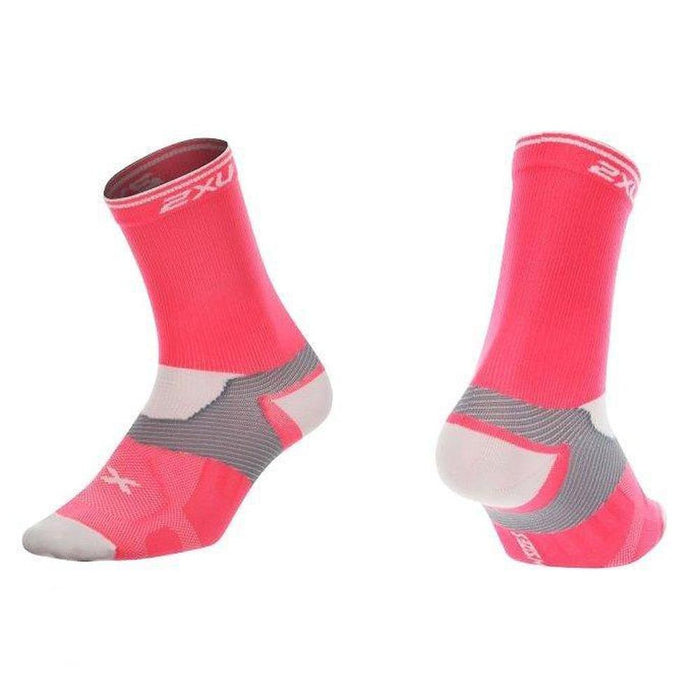 2XU Women's Cycle Vectr Socks - Pink Glow/White | X:LOCK Support System | X:BLEND Fiber Thermoregulation