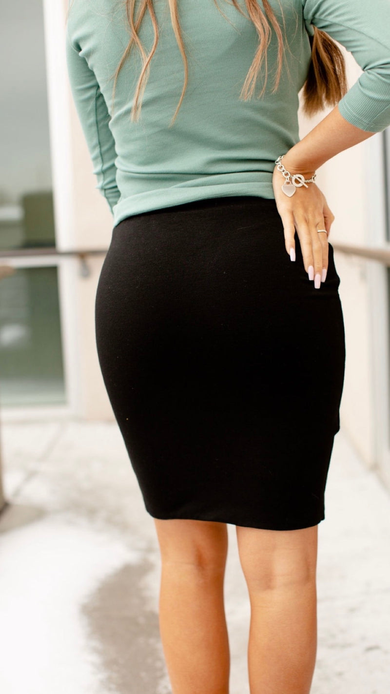 Ampersand Avenue Black Ruched Pencil Skirt