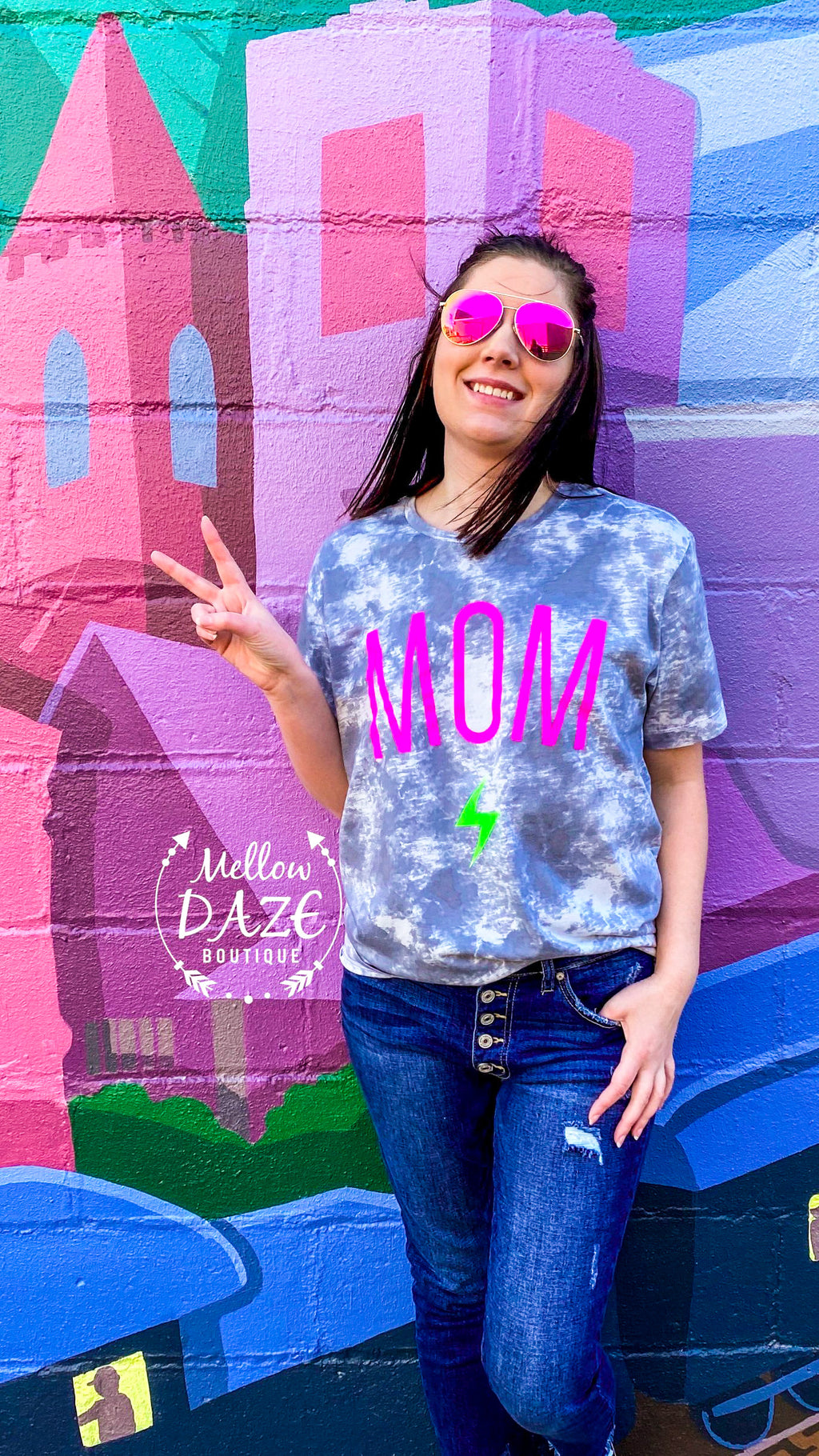 ⚡️Mom Rocks T-Shirt⚡️