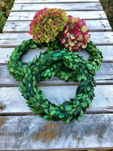 Load image into Gallery viewer, preserved boxwood wreath